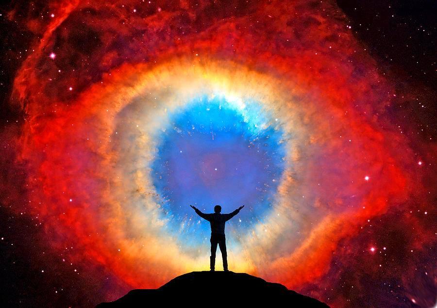 uomo solo nel cosmo