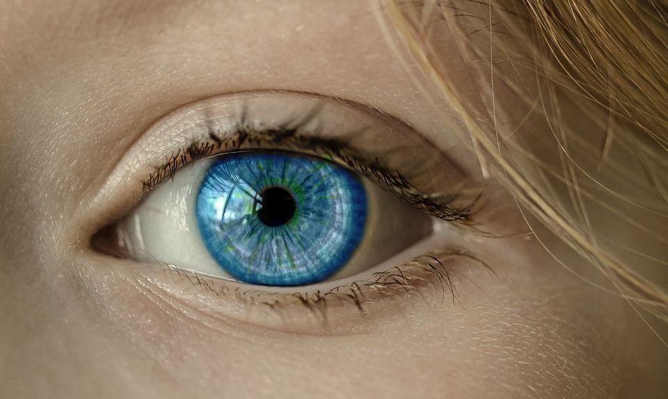 occhio azzurrato in fotografia